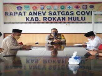 Ket : Rapat Anev Satgas Covid-19 Kabupaten Rokan Hulu (foto:Humas)