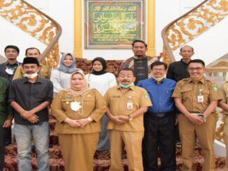 Ket : Bupati Bengkalis Kasmarni setelah menerima silaturahmi DKBB, foto bersama Senin (11/10/2021) petang tadi