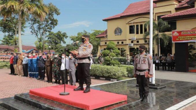 Ket : Irjen Agung Setya Imam Effendi, pimpin langsung apel gelar pasukan skala besar di Rokan Hilir (foto/Istimewa)