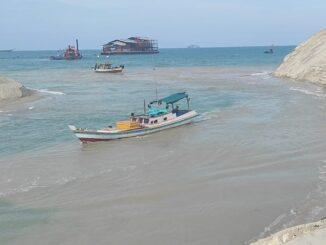 Ket : Nasib Nelayan terkatung-Katung gegara Gubernur Babel hentikan pengerukan alur Muara Air Kantung jadi mendangkal (foto/istimewa)